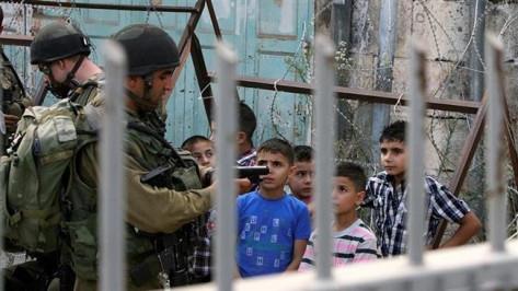 enfants-palestiniens-emprisonnes-par-israel.jpg